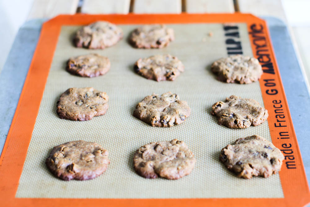 Comfy Belly: Oatmeal Raisin Cookies